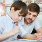 5 choses à considérer avant d'embaucher un tuteur scolaire pour votre enfant