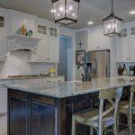 Un magasin de meubles vous aide dans votre projet de cuisine